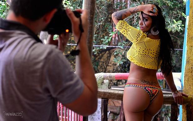 Making of Mayra posando para o Paparazzo (Foto: Roberto Teixeira / Paparazzo)