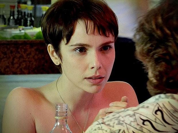 Nina engana Max novamente para não ir com ele para motel (Foto: Avenida Brasil / TV Globo)