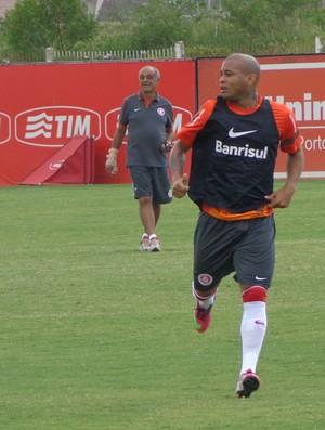Gabriel lateral-direito Inter (Foto: Tomás Hammes / GLOBOESPORTE.COM)