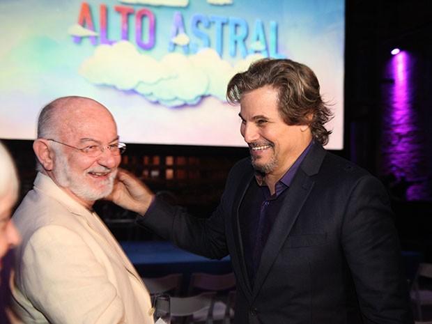 Silvio de Abreu celebra o início com Edson Celulari (Foto: Carol Caminha / Gshow)