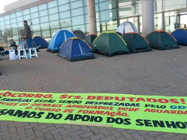 Barracas instaladas em frente à Câmara Legislativa do Distrito Federal (Foto: Alexandre Tenendaum/Arquivo Pessoal)