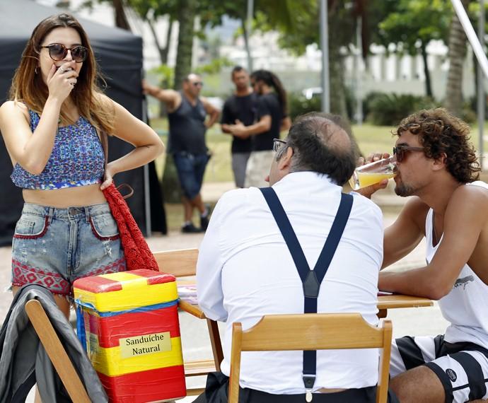 Giovanna Lancellotti grava ao lado de Otávio Müller e Felipe Roque (Foto: Ellen Soares/ Gshow)
