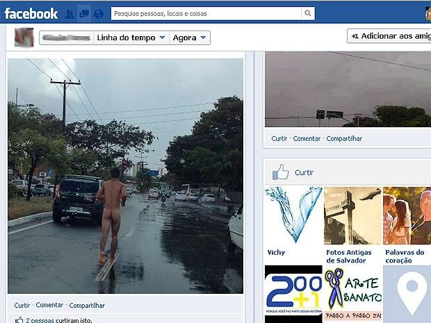 Homem é visto correndo nu pela Avenida ACM, em Salvador (Foto: Reprodução/Facebook)