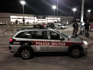 Hipermercado foi assaltado em João Pessoa (Foto: Walter Paparazzo/G1)
