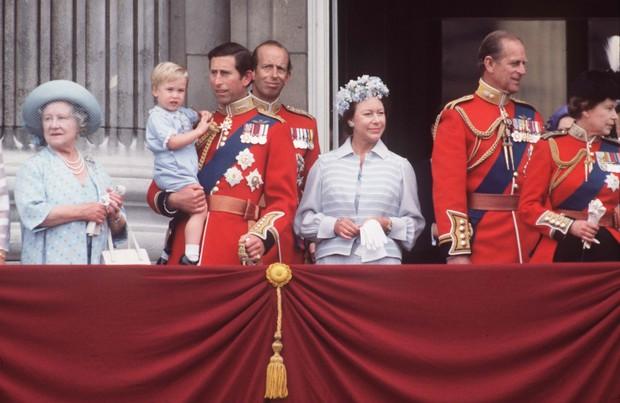 Família Real Britânica no Trooping de Colour em 1984 (Foto: Getty Images)