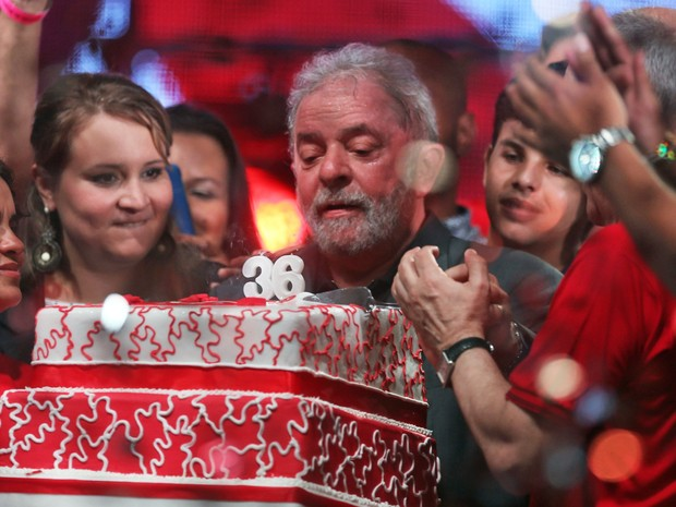 O ex-presidente Luiz Inácio Lula da Silva durante festa em comemoração aos 36 anos do PT, no Rio (Foto: Fábio Motta/Estadão Conteúdo)