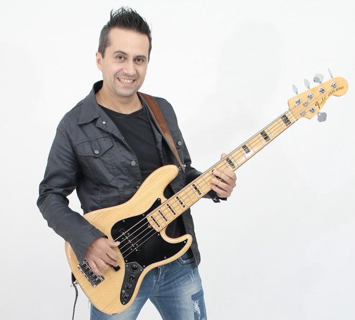 Everton Charão é o baixista 'esquecido' da Kanoa. Só não pode se esquecer de levar o baixo para o palco do SuperStar! (Foto: Arquivo pessoal)