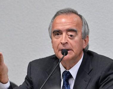 Nestor Cerveró depôe a CPMI da Petrobrás (Foto: Wilson Dias/Agência Brasil)