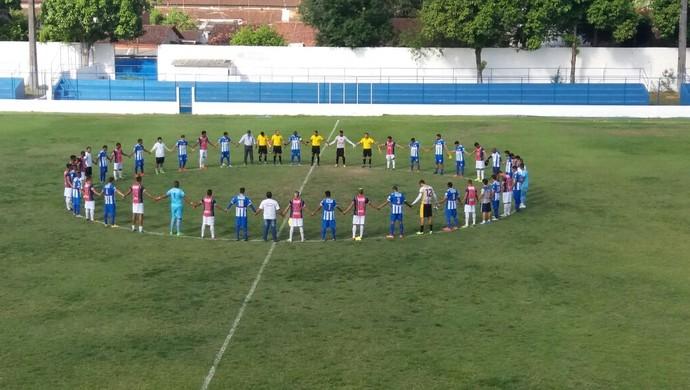 Times da Série A2 do PE homenageiam a Chapecoense (Foto: Carlos Ferraz)