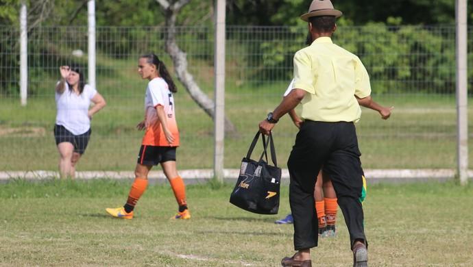 Niltton Deathayde Black Show Guaíba final futebol feminino (Foto: Beto Azambuja / GloboEsporte.com)
