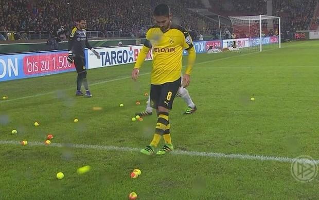 Bolas de tênis no jogo do Borussia