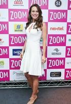 Look do dia: Mariana Ximenes usa vestidinho decotado em evento