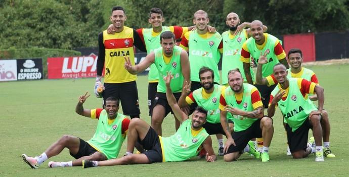 acf0d77bce Jogadores do Vitória vencem rachão (Foto  Maurícia da Matta   Divulgação   EC  Vitória