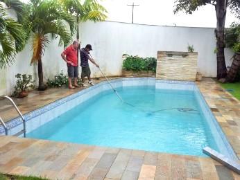 G1 limpeza de piscinas pode evitar o desabastecimento de for Piscina infantil 2 mil litros