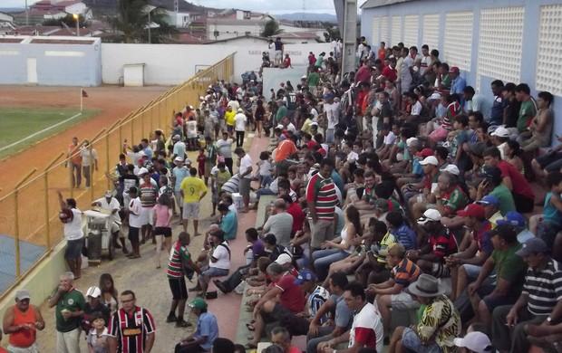 Torcida do Santa Cruz-RN no Estádio Iberezão, em Santa Cruz (RN) (Foto: Tiago Menezes/GLOBOESPORTE.COM)