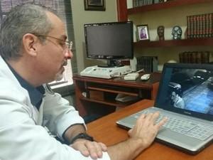 Médico analisou as imagens da agressão (Foto: Ana Carolina Levorato/G1)