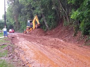 Em São João do Oeste, o tráfego foi prejudicado pela chuva (Foto: Defesa Civil/ Divulgaçao)