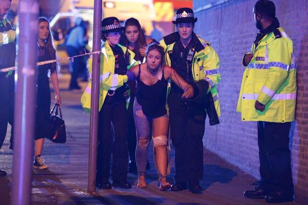 Pùblico deixa show de Ariana Grande após explosões no Reino Unido