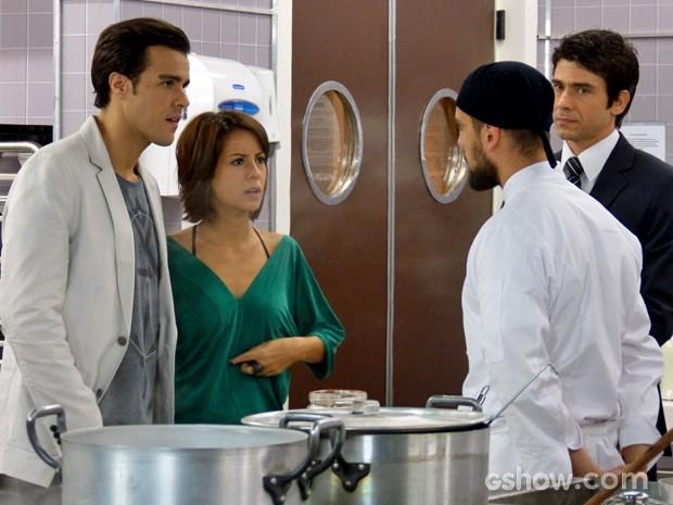 Depois da insistência de Maria Clara, Enrico dá segunda chance a Vicente (Foto: Império/ TV Globo)