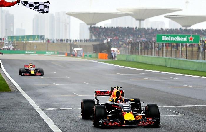 Max Verstappen e Daniel Ricciardo no GP da China