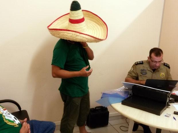 Mexicanos foram autuados em flagrante na Superintendência da PRF (Foto: Divulgação/PRF)