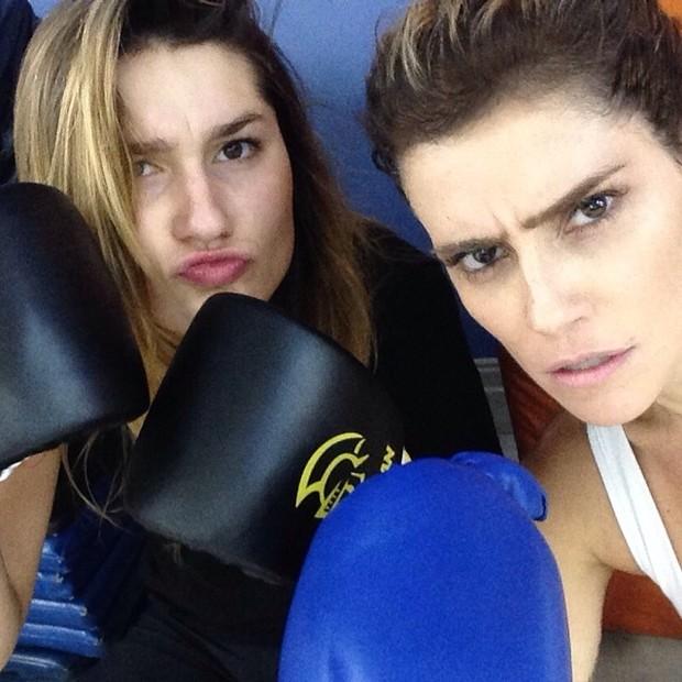 Deborah Secco treina muay thai com Sasha: 'Muito bem acompanhada'