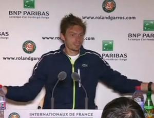 Mahut ganha parabéns de repórter após ser derrotado em Roland Garros (Foto: Reprodução / Youtube)