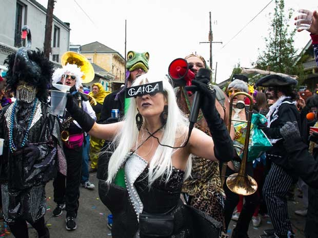Mardi Gras no bairro de Faubourg Marigny. (Foto: Anthony Smith / Getty Images / AFP Photo)