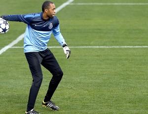 Helton no treino do Porto (Foto: EFE)