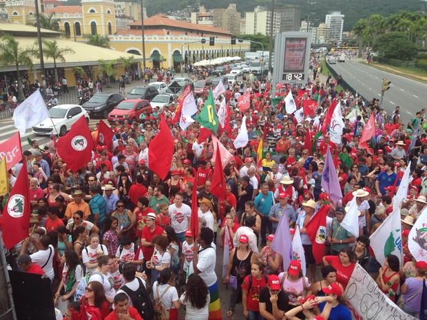 Manifestantes encerram protesto na capital (Foto: RBS TV/Divulgação)