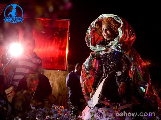 Paula Barbosa durante os bastidores da mudança da Gina (Foto: Raphael Dias/TV Globo)
