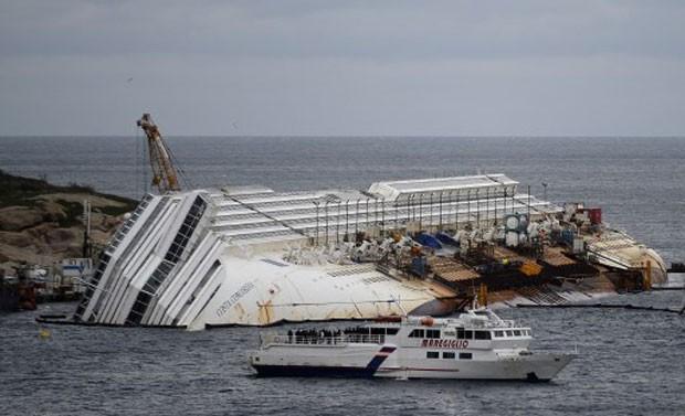 Defesa Civil da Itália informou que o navio deve ser removido do mar até setembro deste ano (Foto: Alberto Pizzoli/AFP)