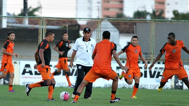 PC Gusmão treinando o Ceará (Foto: Divulgação / CearáSC.com)
