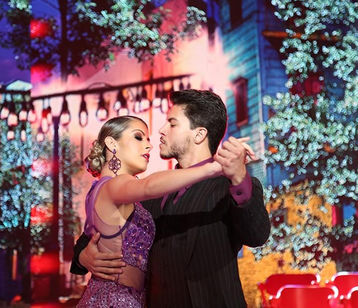 Elegantes! Mayara e Arthur deram show no tango! (Foto: Carol Caminha/Gshow)