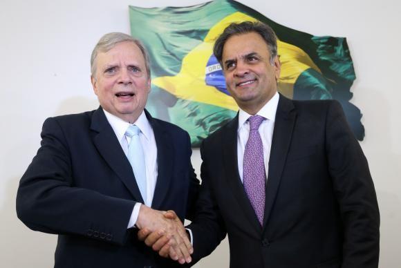 O presidente licenciado do PSDB, senador Aécio Neves, anuncia que  Tasso Jereissati permanecerá na presidência interina do partido (Foto: Marcelo Camargo/Agência Brasil)