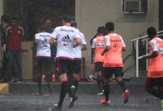 Jogadores do Flamengo, chuva, treino (Foto: Gilvan de Souza / Flamengo)