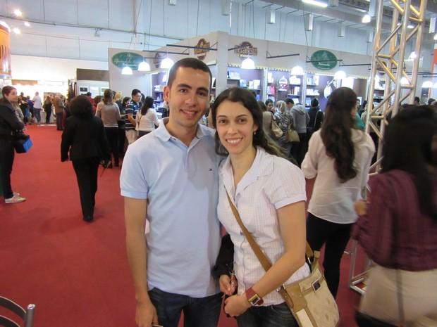 Rodrigo e Raquel pretendem gastar até R$ 70 mil na festa de casamento, daqui a dois anos (Foto: Karina Trevizan/G1)