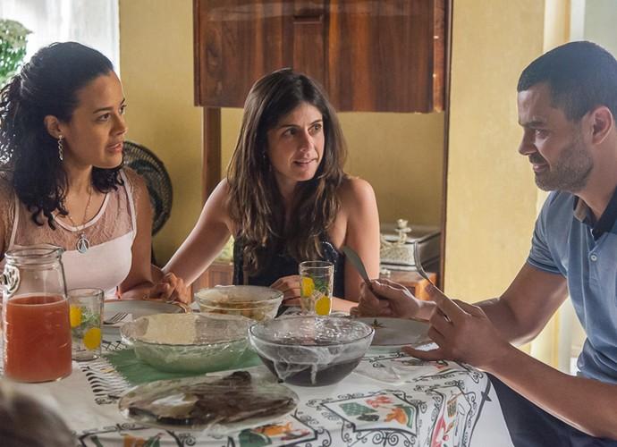 Diretora Joana Jabace orienta Carmo Dalla Vecchia e Maeve Jinkings nas primeiras cenas dos personagens (Foto: Artur Meninea/ Gshow)