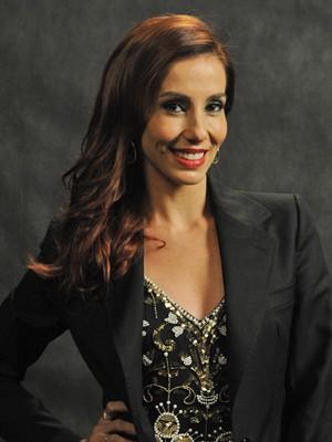 Tania exibe orgulhosa suas madeixas ruivas (Foto: Renato Rocha Miranda / TV Globo)