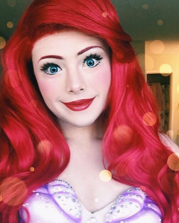 Garoto se transforma em princesas da Disney e faz sucesso na internet