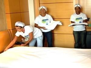 Cursos formam camareiras, com aulas no Hotel Senac  (Foto: Reprodução/TV Gazeta)