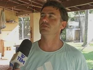 Suspeito de matar a mãe deu entrevista minutos antes do flagrante (Foto: Reprodução/ TV TEM)
