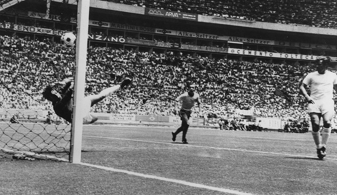 Gordon Banks bola Copa do Mundo 1970 (Foto: Getty Images)