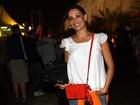'Gosto de ficar no meio da galera', diz Carolina Ferraz em festival