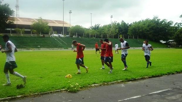 Jogadores treinaram pela manhã e tarde no CT Ulbra (Foto: Divulgação Fast)