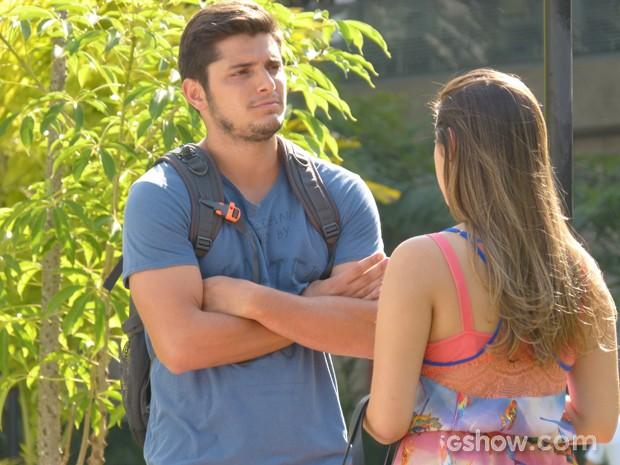 André diz a Bárbara que quer encontrar um novo amor (Foto: Em Família / TV Globo)