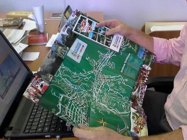 Mapa está sendo distribuído para turistas (Foto: Ascom Nova Friburgo/Divulgação)