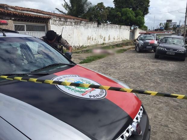 Vítima foi assassinada no bairro do Funcionários I, em João Pessoa (Foto: Walter Paparazzo/G1)