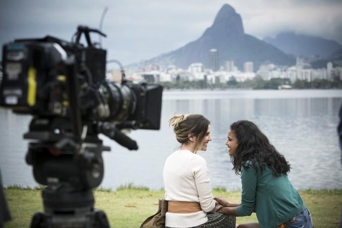 Deborah Secco e Aline Dias mostram entrosamento nas primeiras sequências (Foto: Raphael Dias/Gshow)