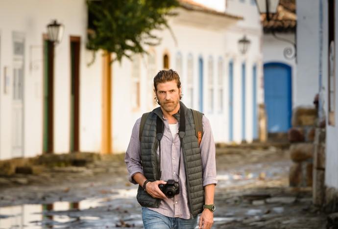 Reynaldo Gianecchini grava cenas de Pedro em Paraty - RJ (Foto: Ramon Vasconcelos/TV Globo)